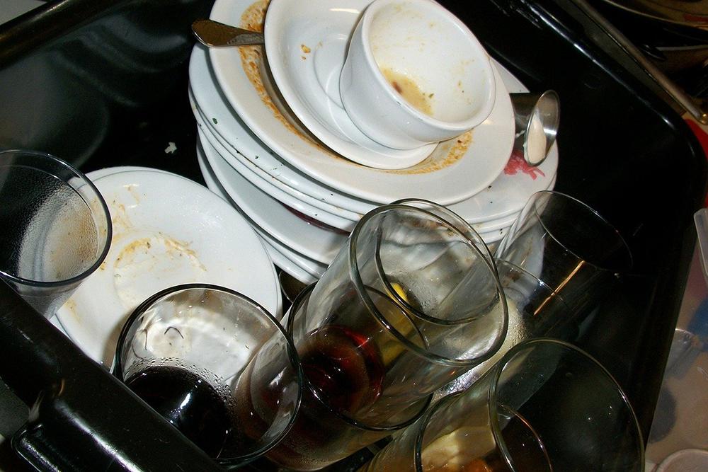 dirty plates make food contamination